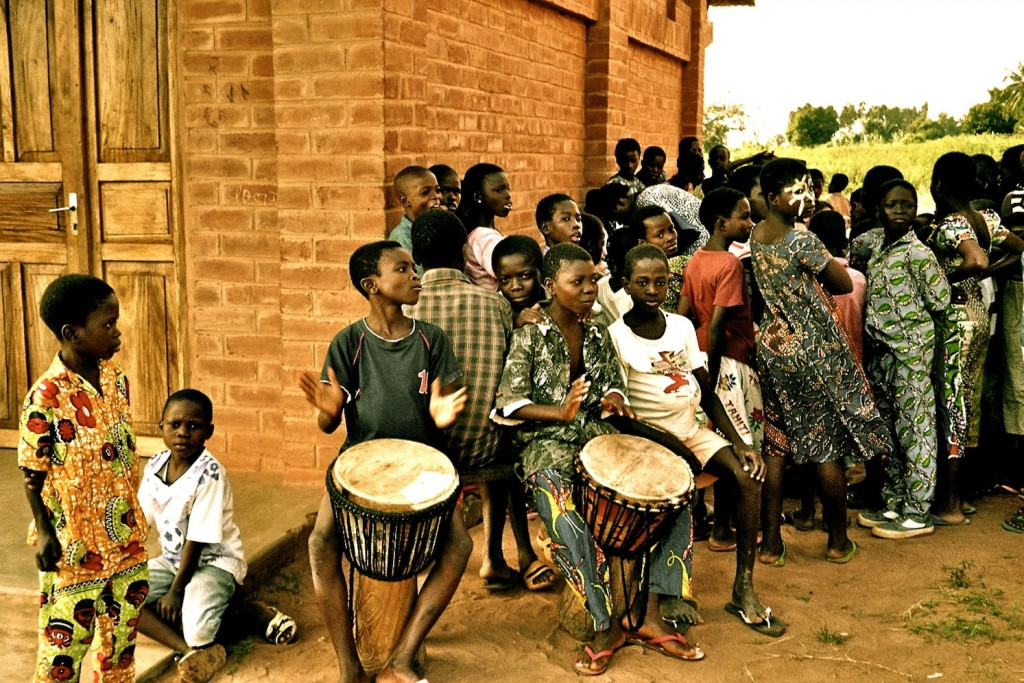 Playing drums, Akoumapé