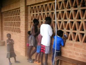 curious kids in Akoumapé