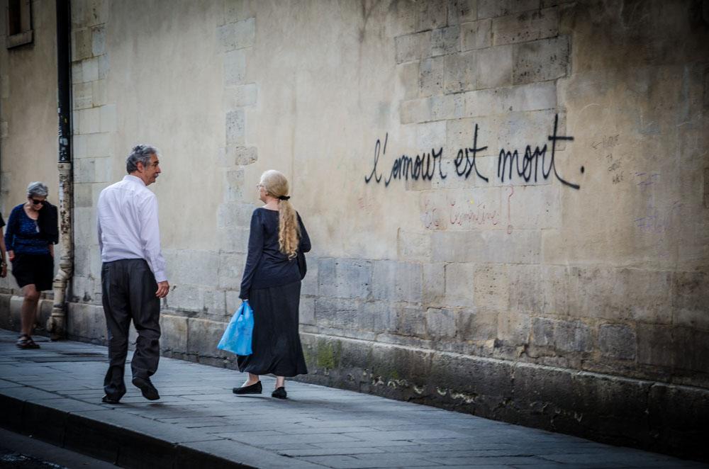 l´amour est mort Graffiti Paris
