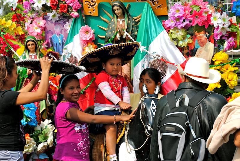 Verkleidung Sonntag Virgen de Guadalupe Mexiko